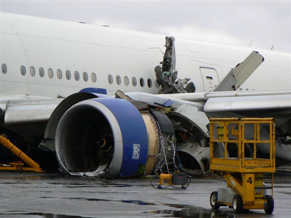The British Airways B777 crashed moments before landing because of ice blocking the fuel lines.
